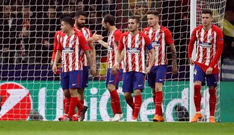Diego Costa (2i) celebra su gol