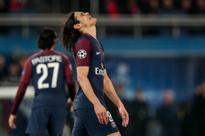 El uruguayo Edinson Cavani de Paris Saint Germain se lamenta. Foto: EFE