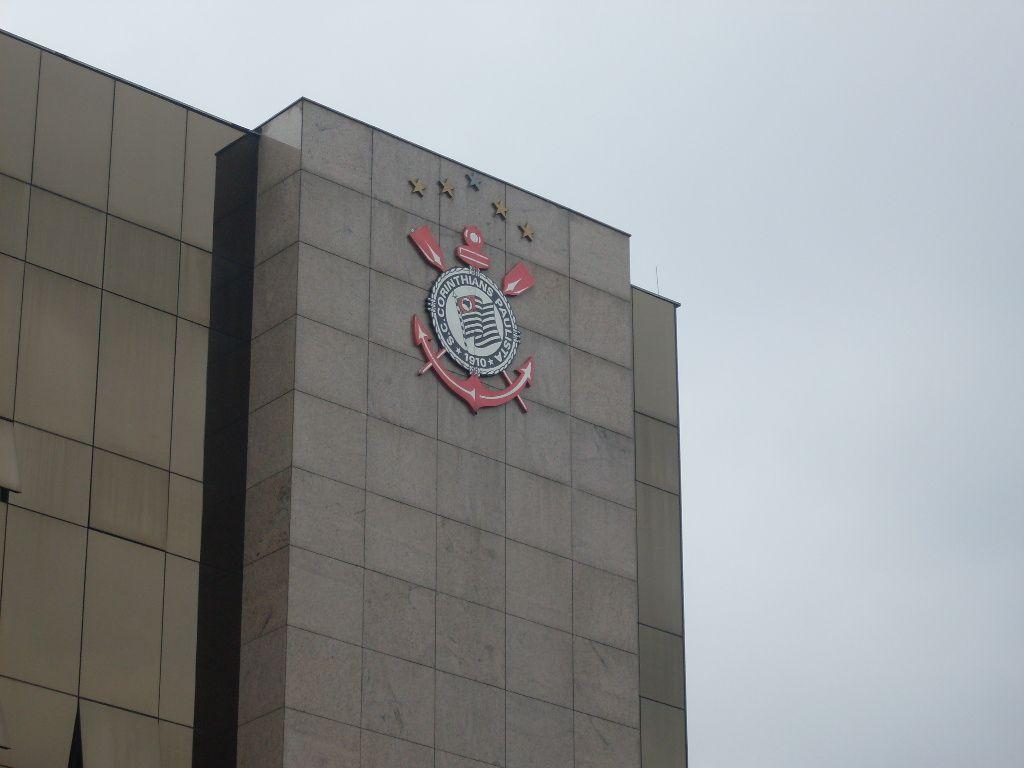 Condenan al Corinthians y Odebrecht a devolver millonario préstamo a banco.