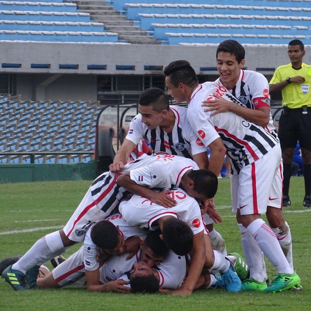 Jugadores del Guma celebran una conquista. Foto:@Libertad_Guma