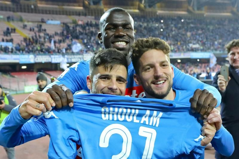 Jugadores del Napoli celebran la victoria del equipo. Foto: EFE