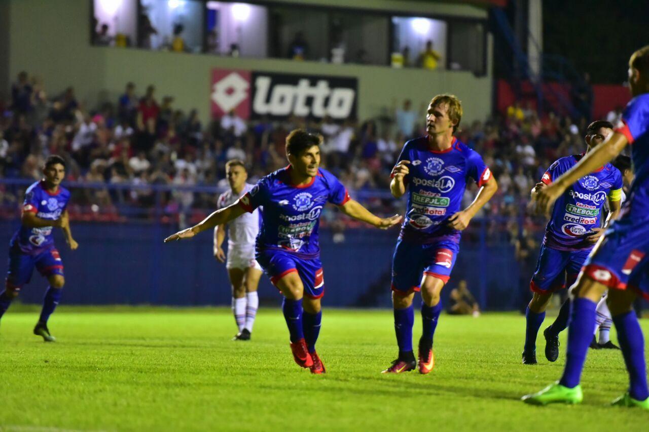 Nico Martínez festeja su gol de penal. Foto: Fernando Calistro - Última Hora.