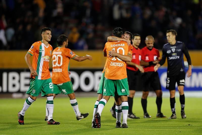 Jugadores deBanfieldcelebran su paso a la siguiente ronda de la Copa Libertadores. Foto: EFE