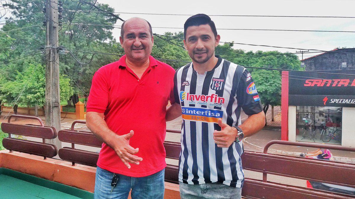 Aranda y el presidente del Santaní. Foto: Gentileza.