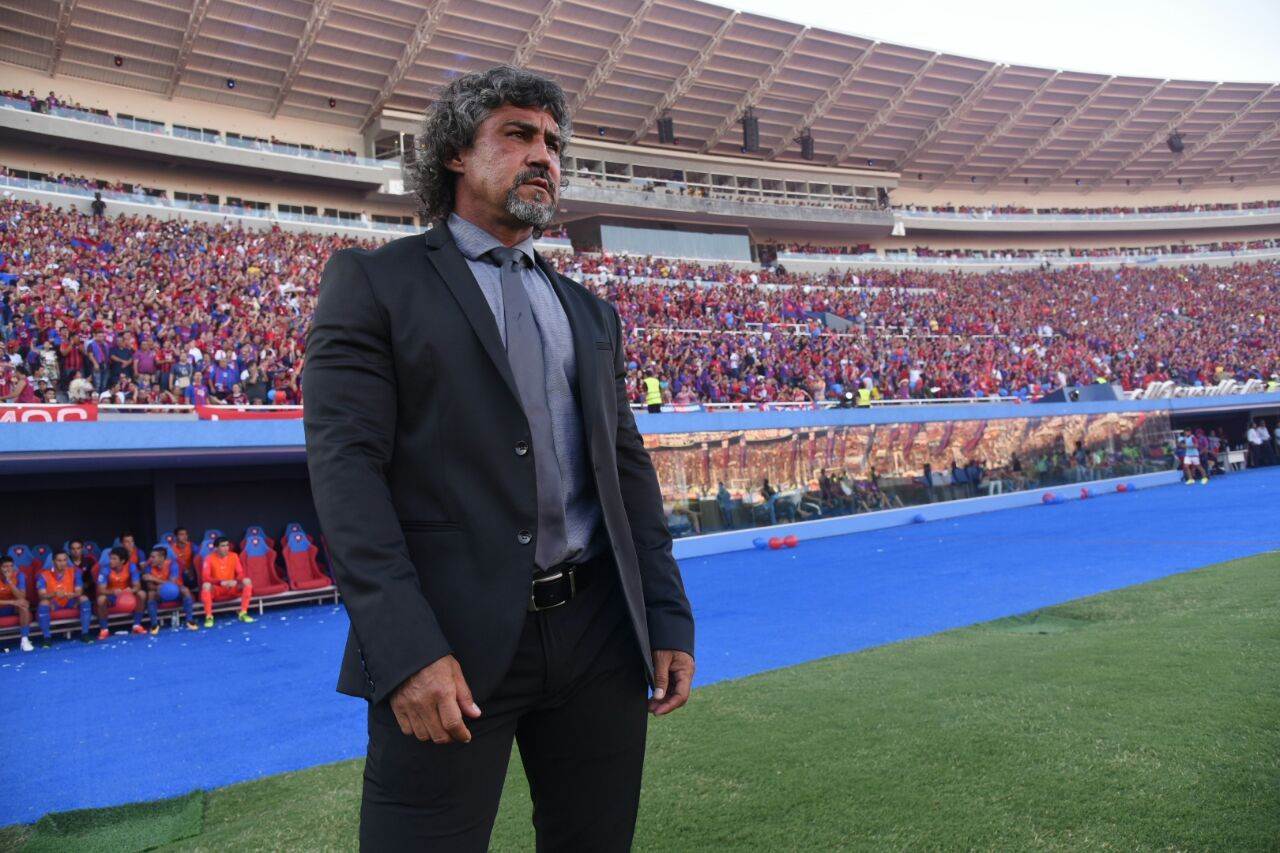Leonel Álvarez renunció en Cerro Porteño. Foto: Andrés Catalán-Última Hora