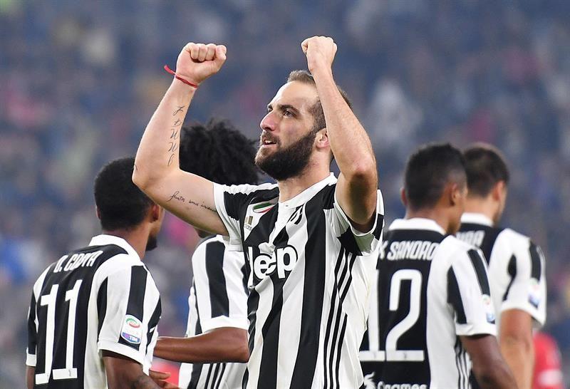 Gonzalo Higuain cambiará a la Juventus por el Milan. Foto: EFE