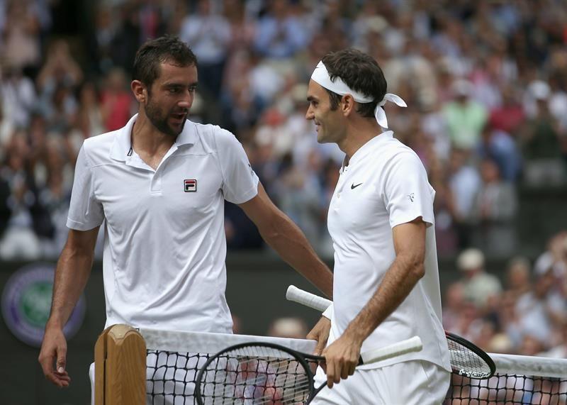 MarinCilic yRoger Federer se saludan. Foto: EFE
