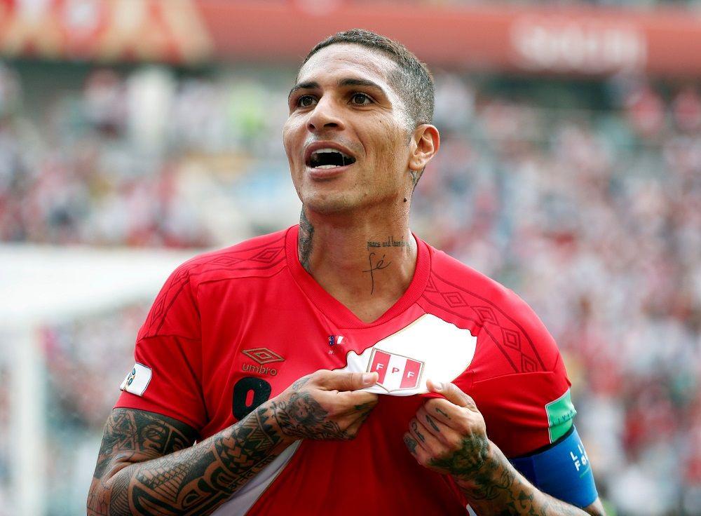 Flamengo negocia con el delantero peruano. Foto: EFE