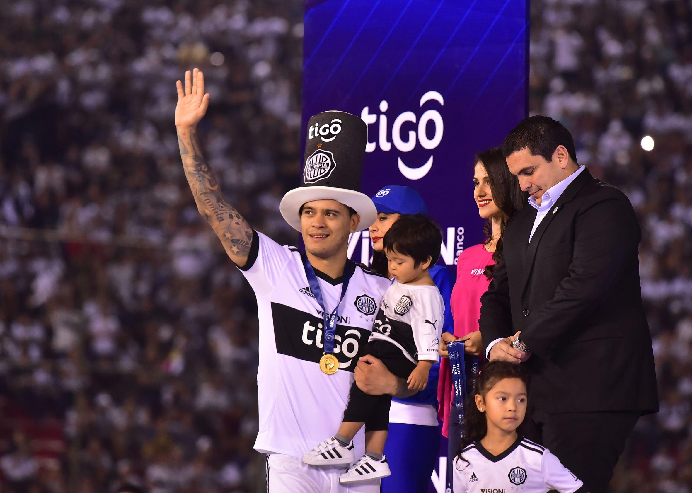 Mendieta se queda en el equipo campeón.