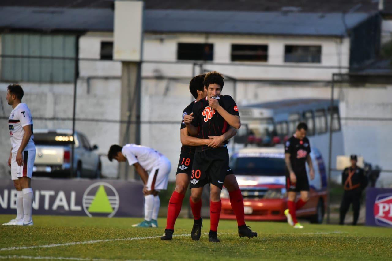 Iván Franco hizo el primer tanto en el Adrián Jara. Foto: Fernando Calistro – Última Hora.