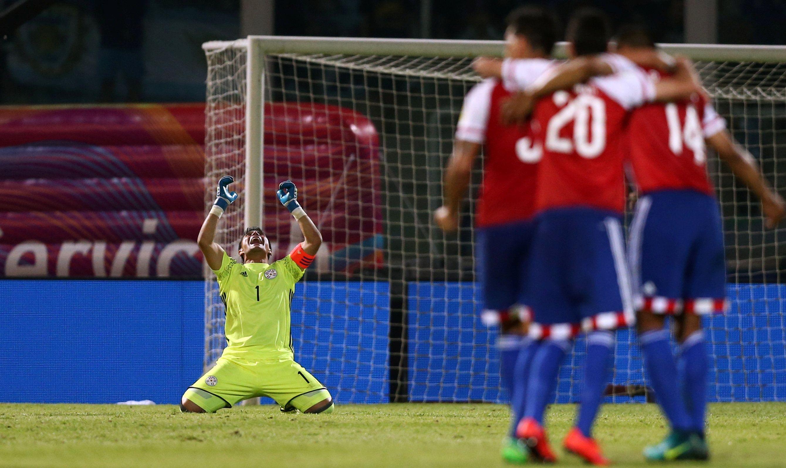 Justo Villar celebra tras la histórica victoria en Argentina. Foto: Archivo