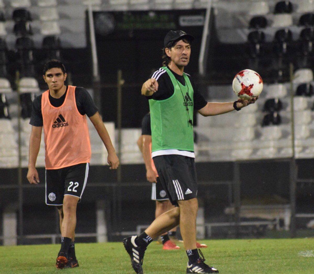 Daniel Garnero trabaja el equipo para la próxima cita. Foto: Última Hora