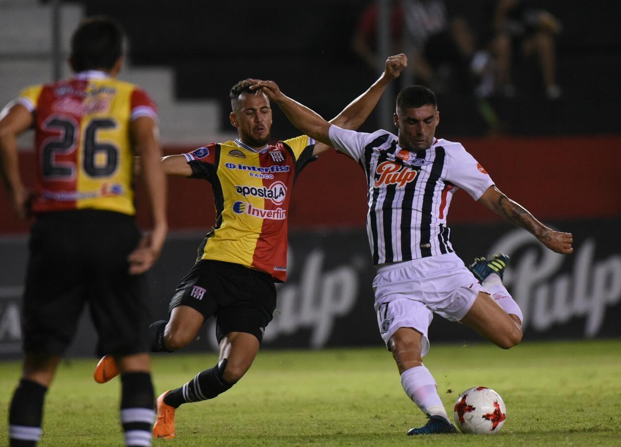 Duro empate en Tuyucuá. Foto: Andrés Catalán - Última Hora