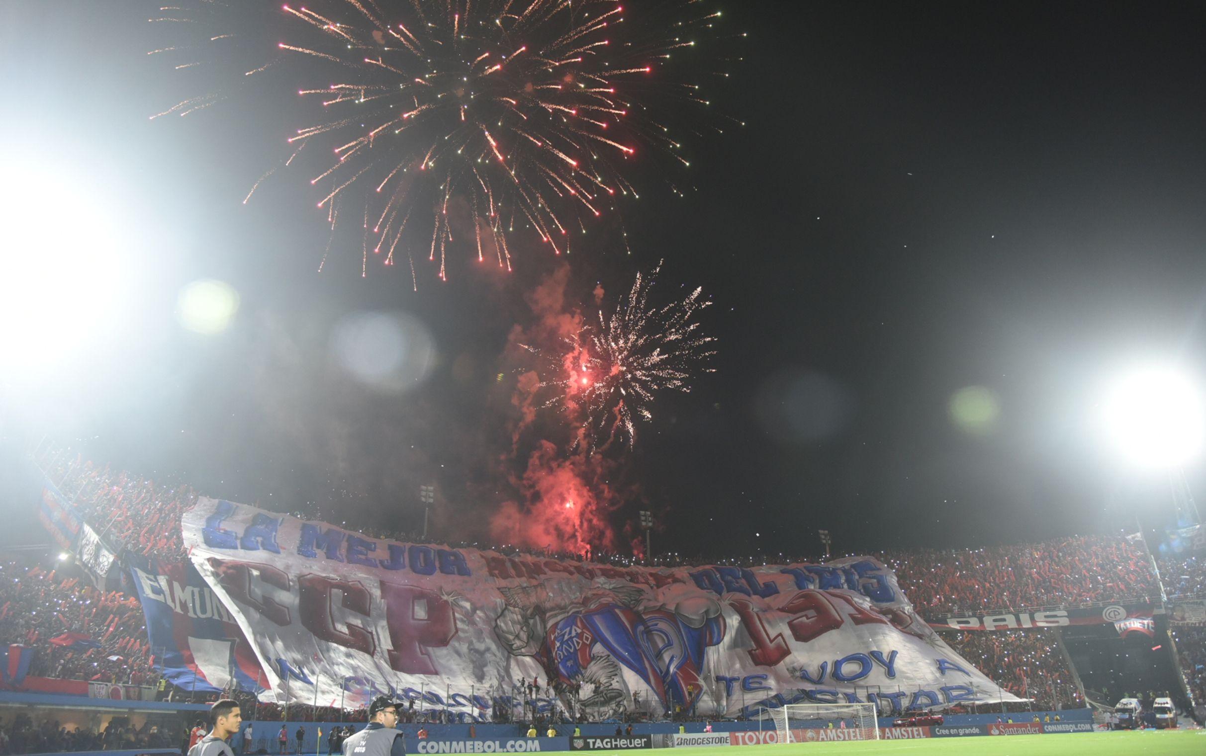Imagen de la hinchada de Cerro durante un partido. Foto: Andrés Catalán - Última Hora