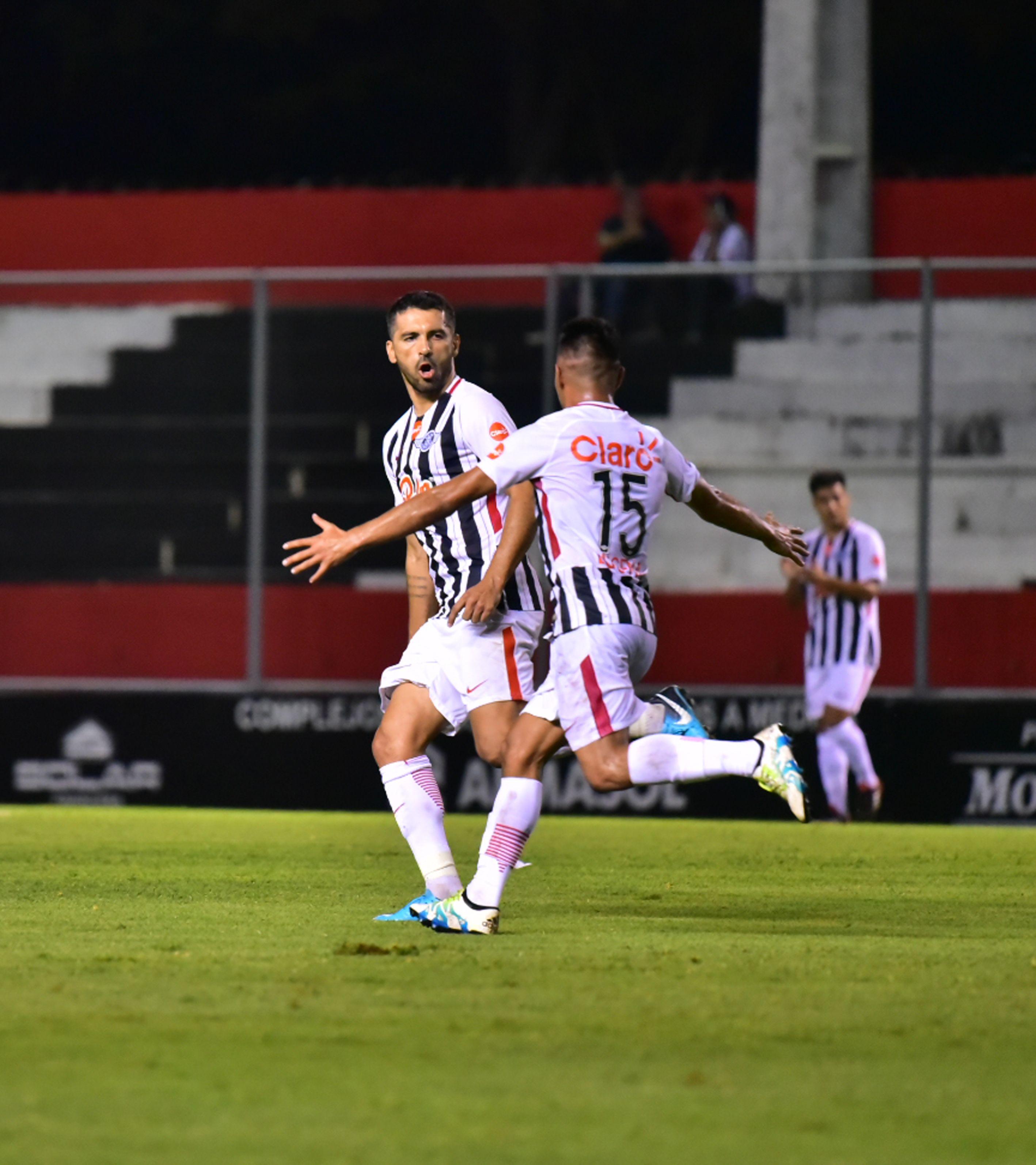 Libertad enfrenta al prestigioso Peñarol