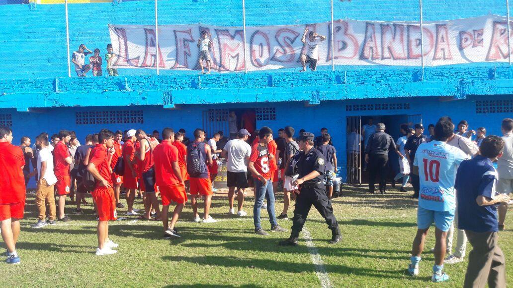 Intranquila jornada sin fútbol en Ricardo Brugada. Foto: Alberto Cárdenas – FA