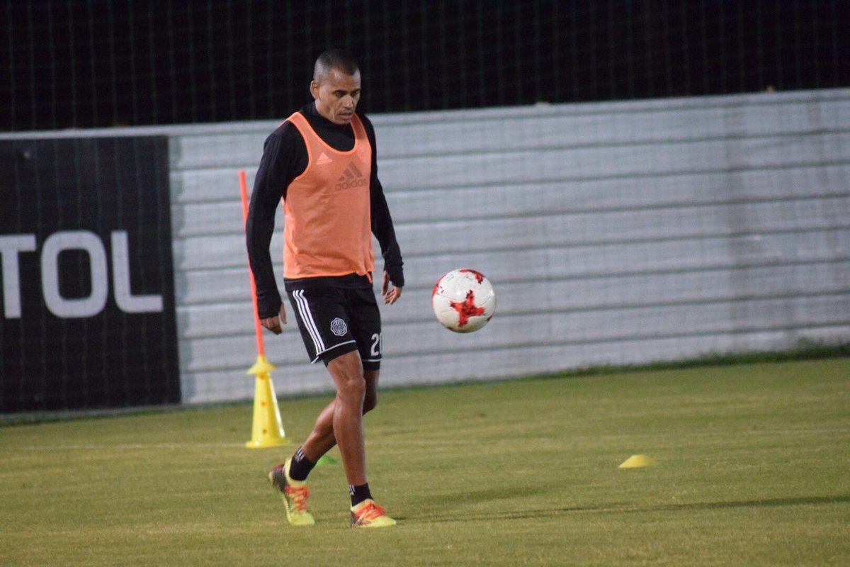 Rendidor. Sergio Otálvaro es referente en ataque y defensa por el carril derecho. Foto: Gentileza