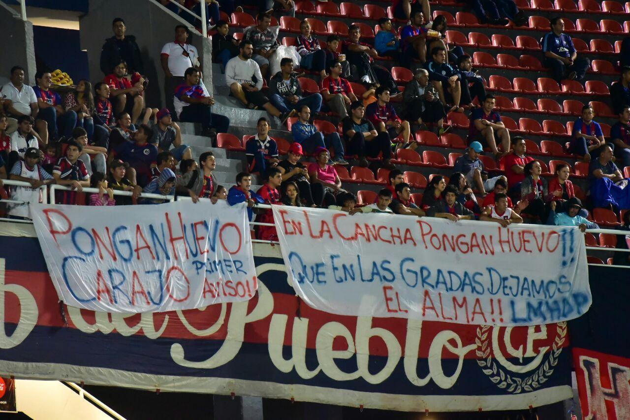 Banderas ubicadas en la parte alta de las Graderías Norte. Foto: Fernando Calistro