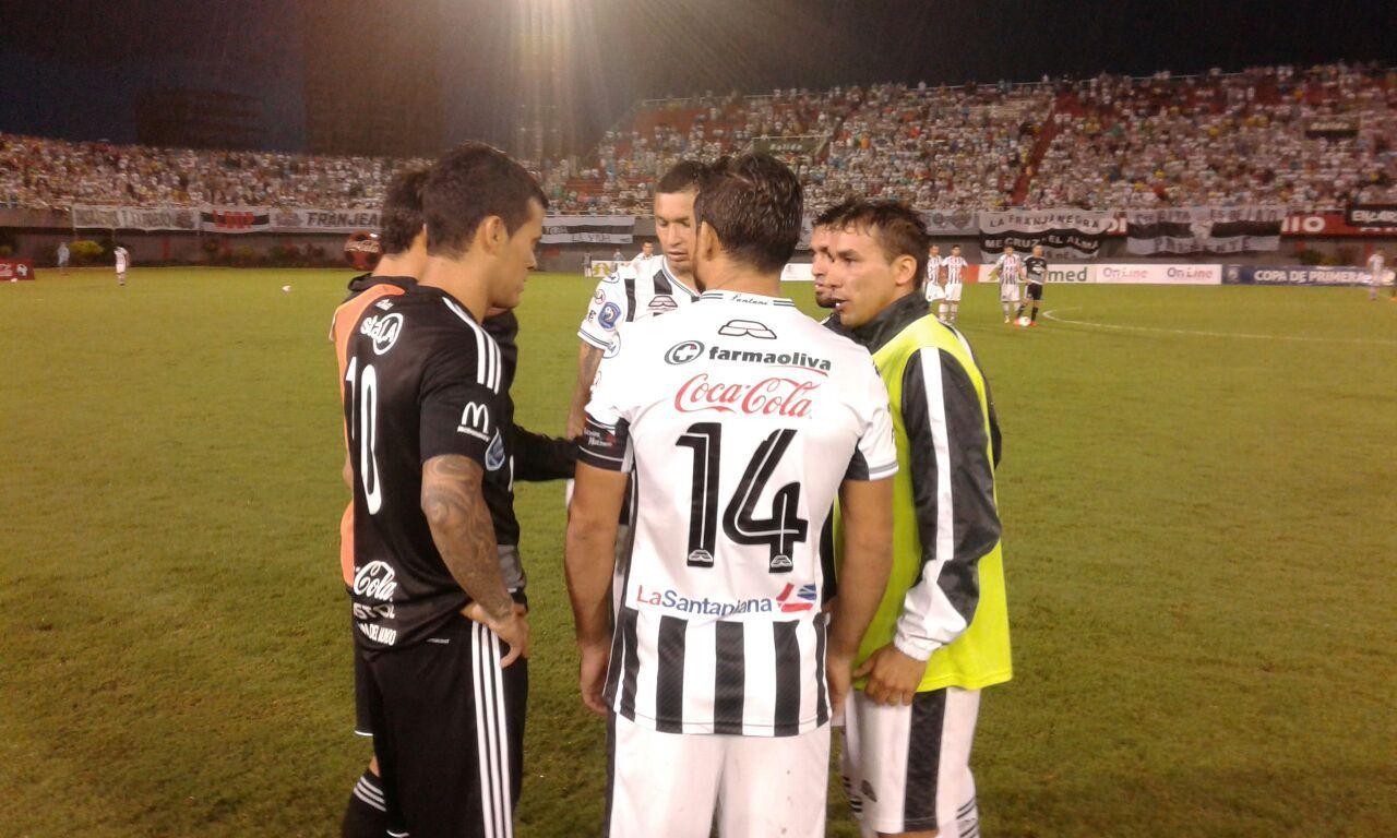 Santaní radicalizó su postura tras la suspensión del juego. Foto: Daniel Riveros.