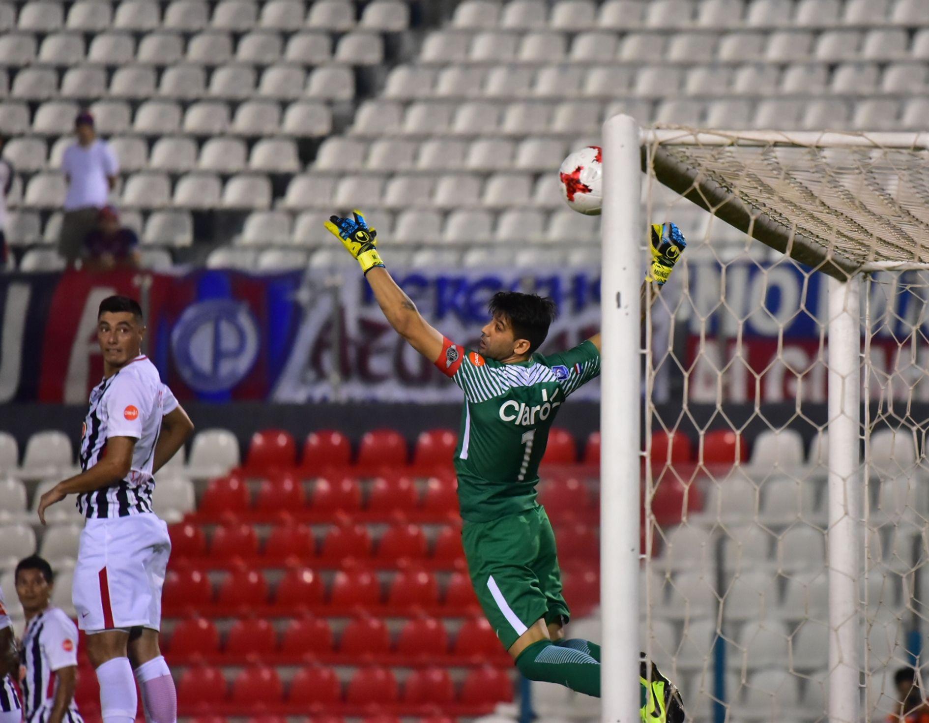 Rodrigo Muñoz fue la figura ante Cerro. Foto: Última Hora