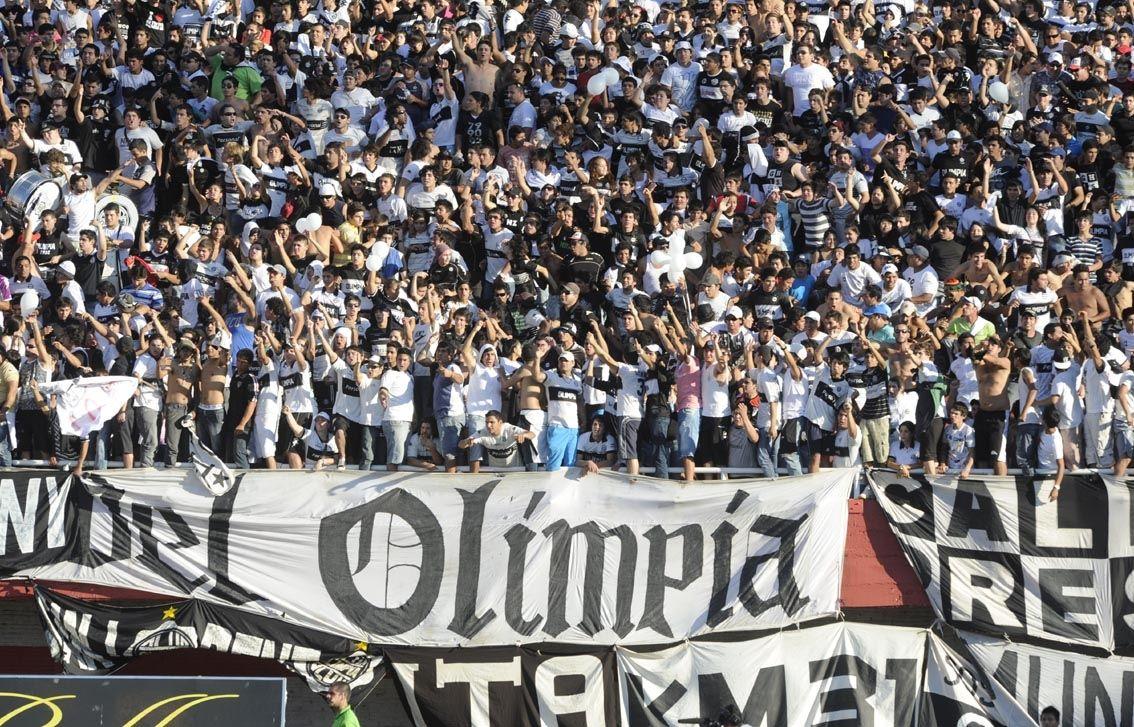 Los hinchas de Olimpia. Foto: Última Hora