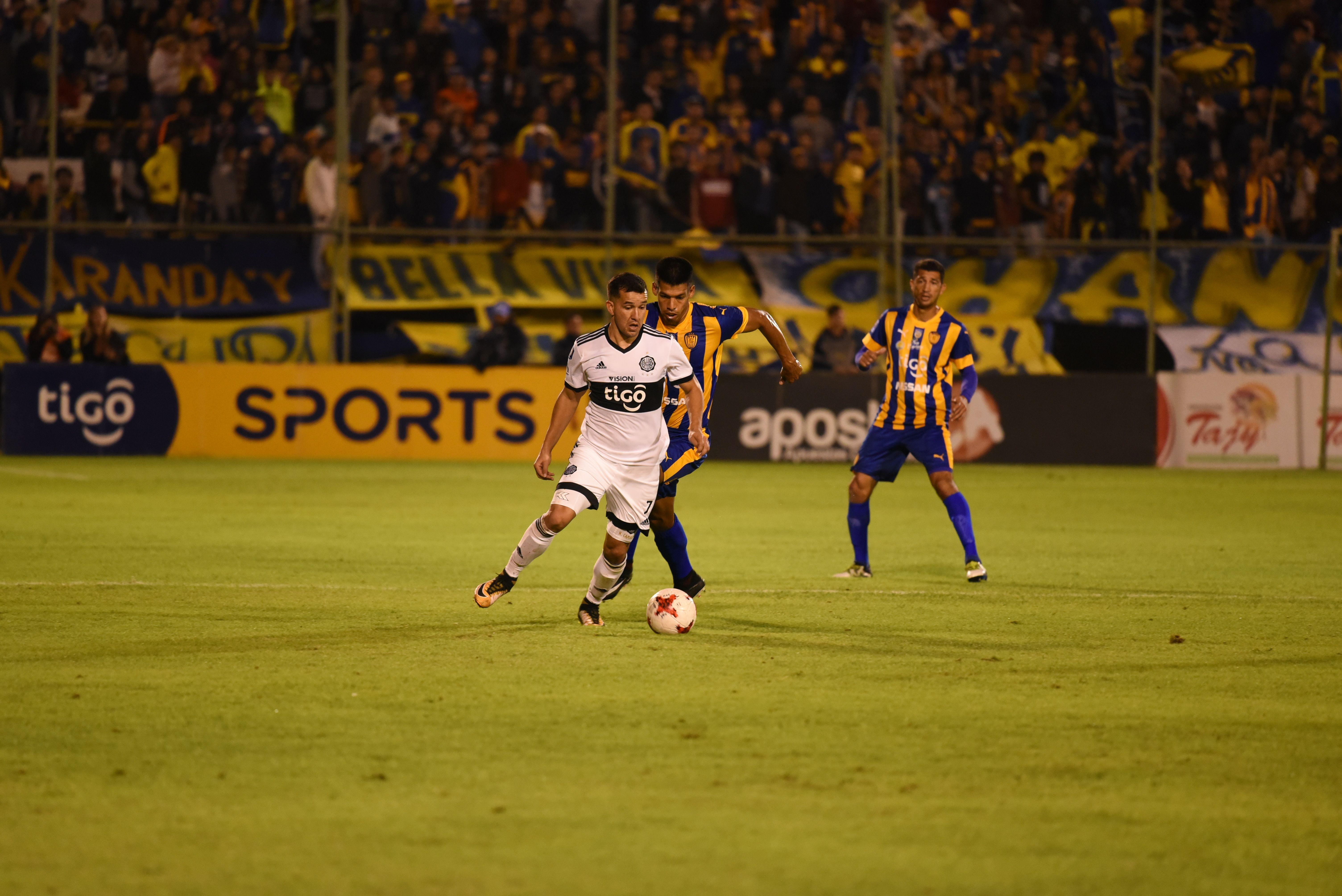 Camacho y Dos Santos se volverán a ver las caras. Foto: Última Hora
