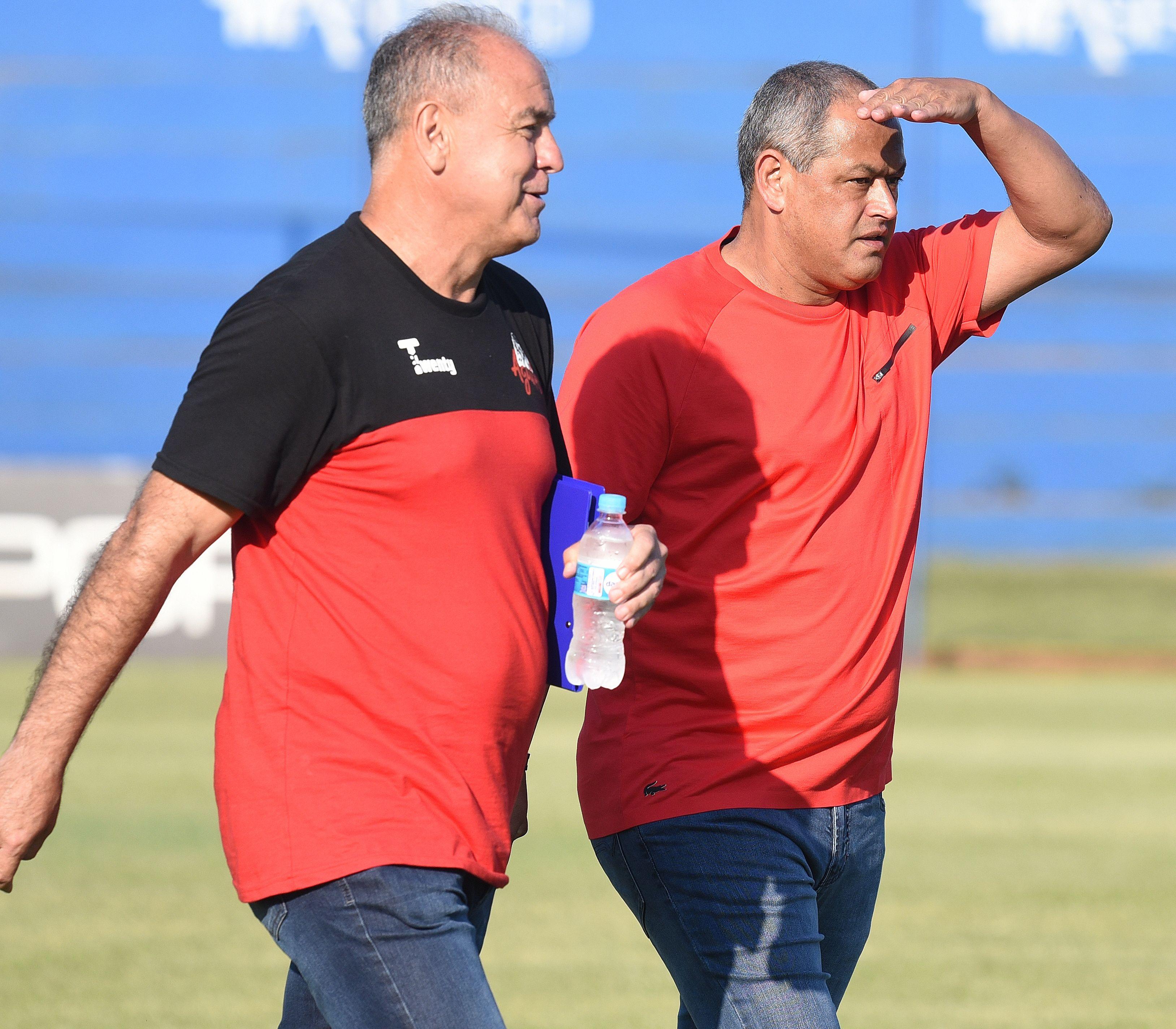 Arce (d) cumplió su trato con General Díaz. Foto: Daniel Duarte