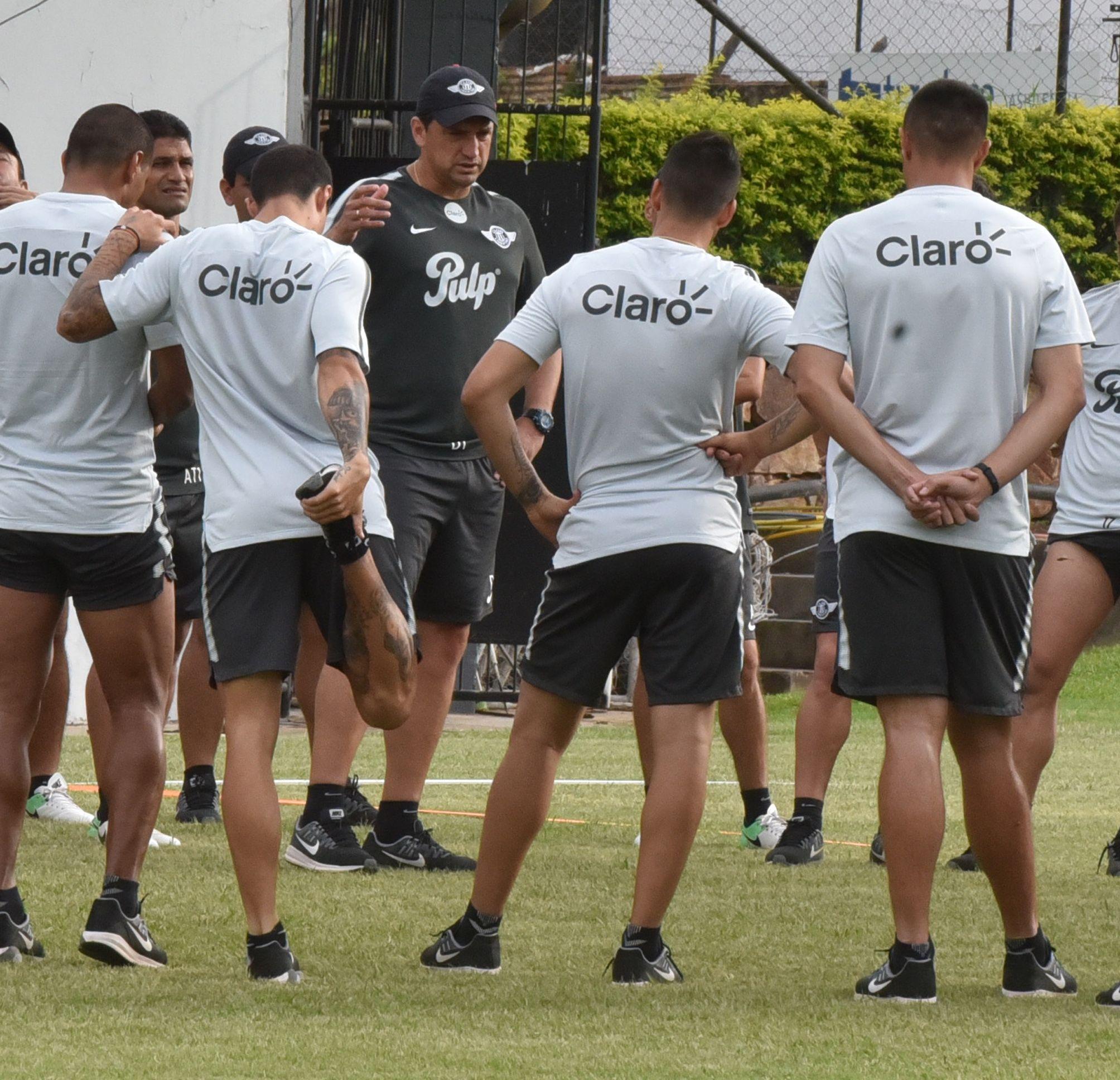 Bobadilla trasmite confianza a sus jugadores. Foto: Última Hora