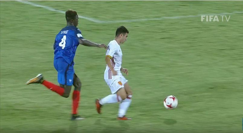 Enrique Cáceres cobró un penal sobre la hora. Captura: FIFA