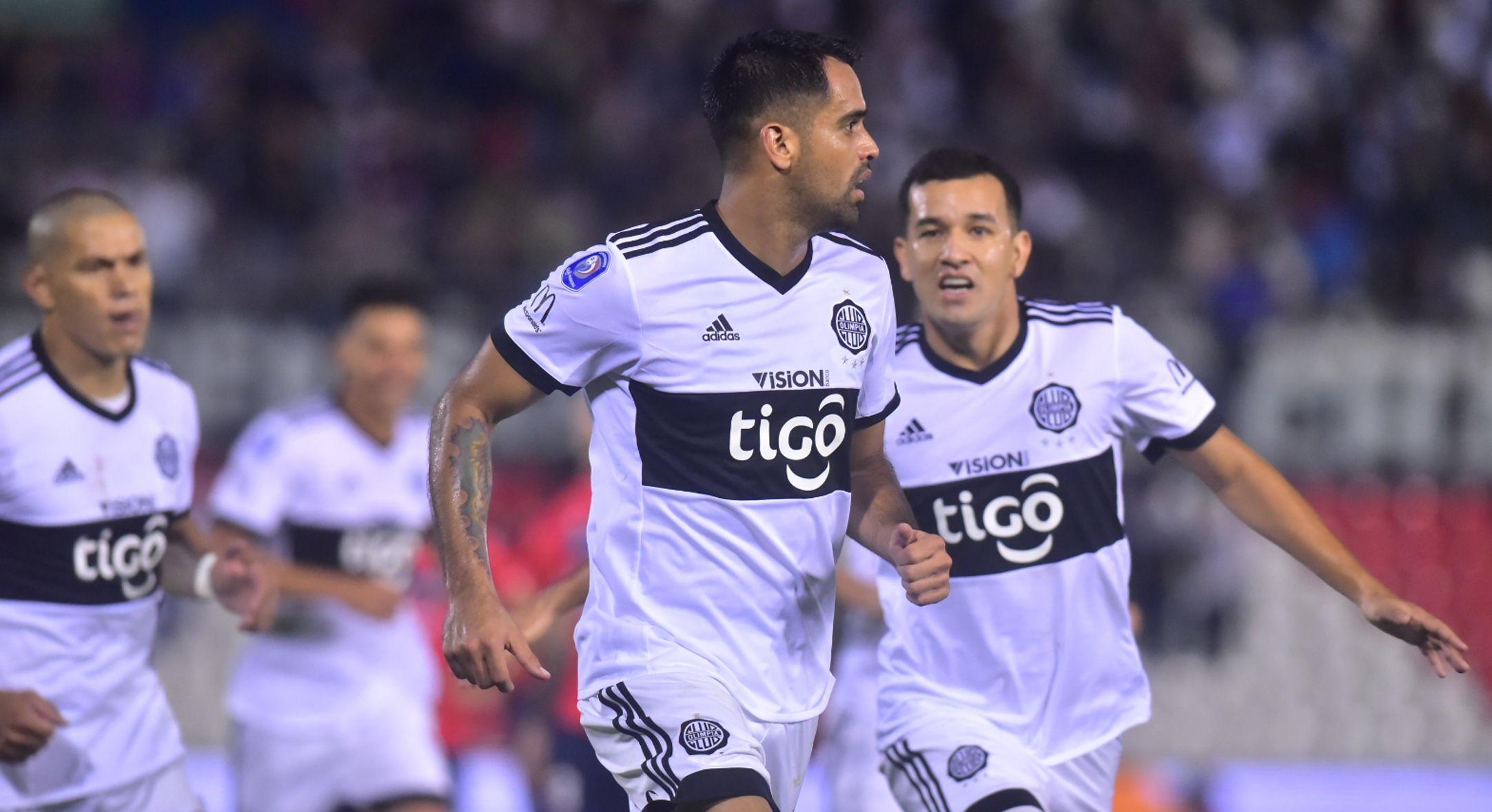 Carlos Rolón celebra un gol con Olimpia anotado ante Nacional. Foto: Fernando Calistro - Última Hora
