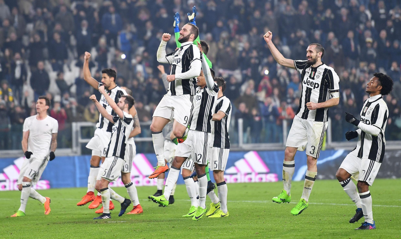 Juventus remonta al Napoli y se adelanta hacia la final  329fa4d350001