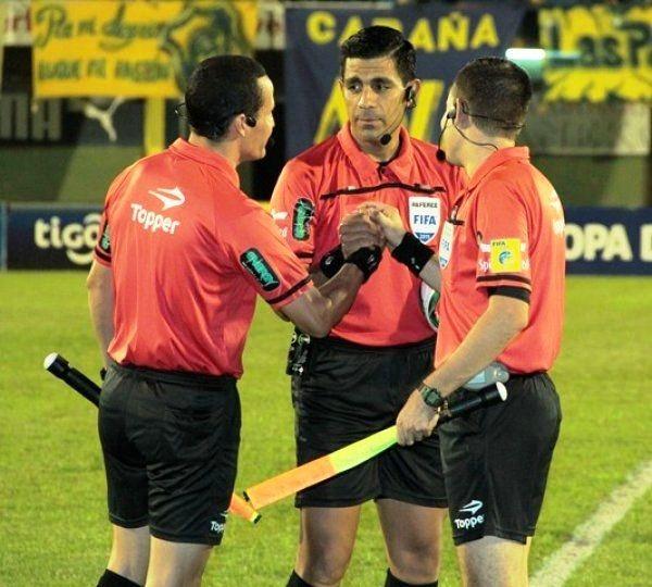Enrique Cáceres estará como árbitro en el juego del líder. Foto: Última Hora