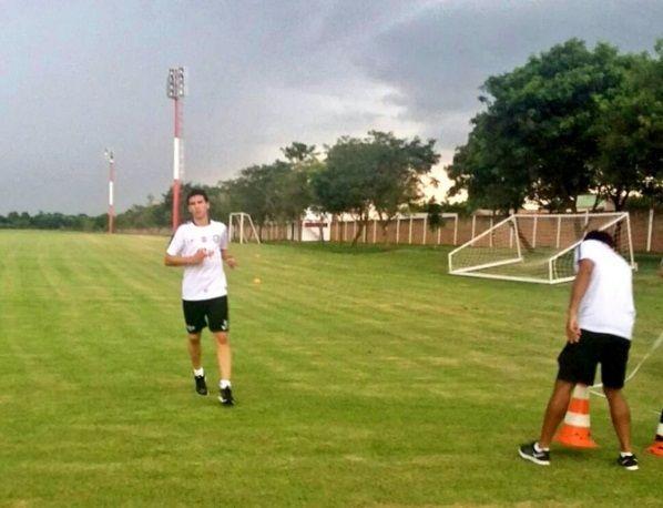 Daniel Zeballos ya entrenó en el Guma. Foto: Prensa Club Libertad.