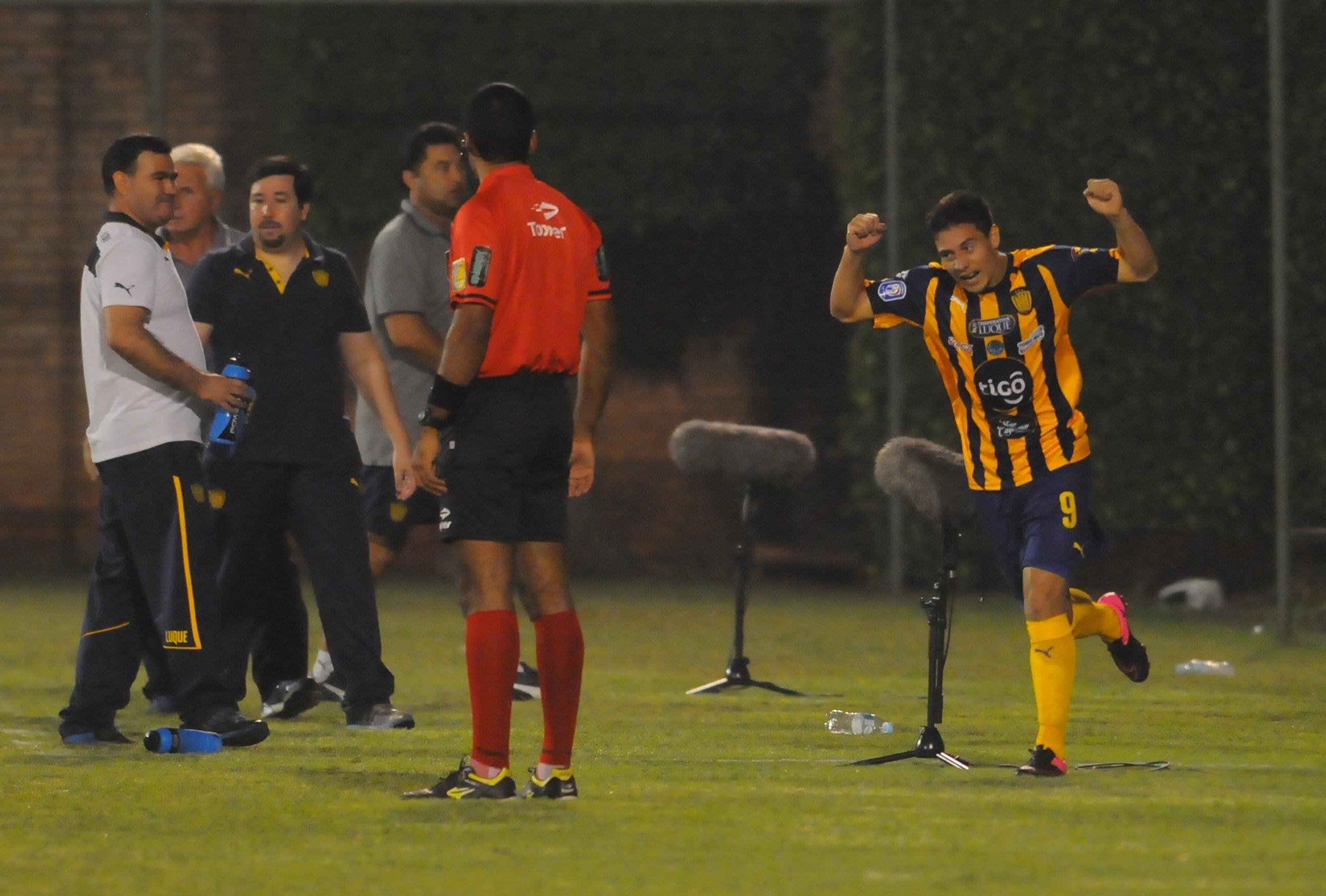 Óscar Ruiz marcó el segundo gol auriazul. Foto: Daniel Riveros - Última Hora.