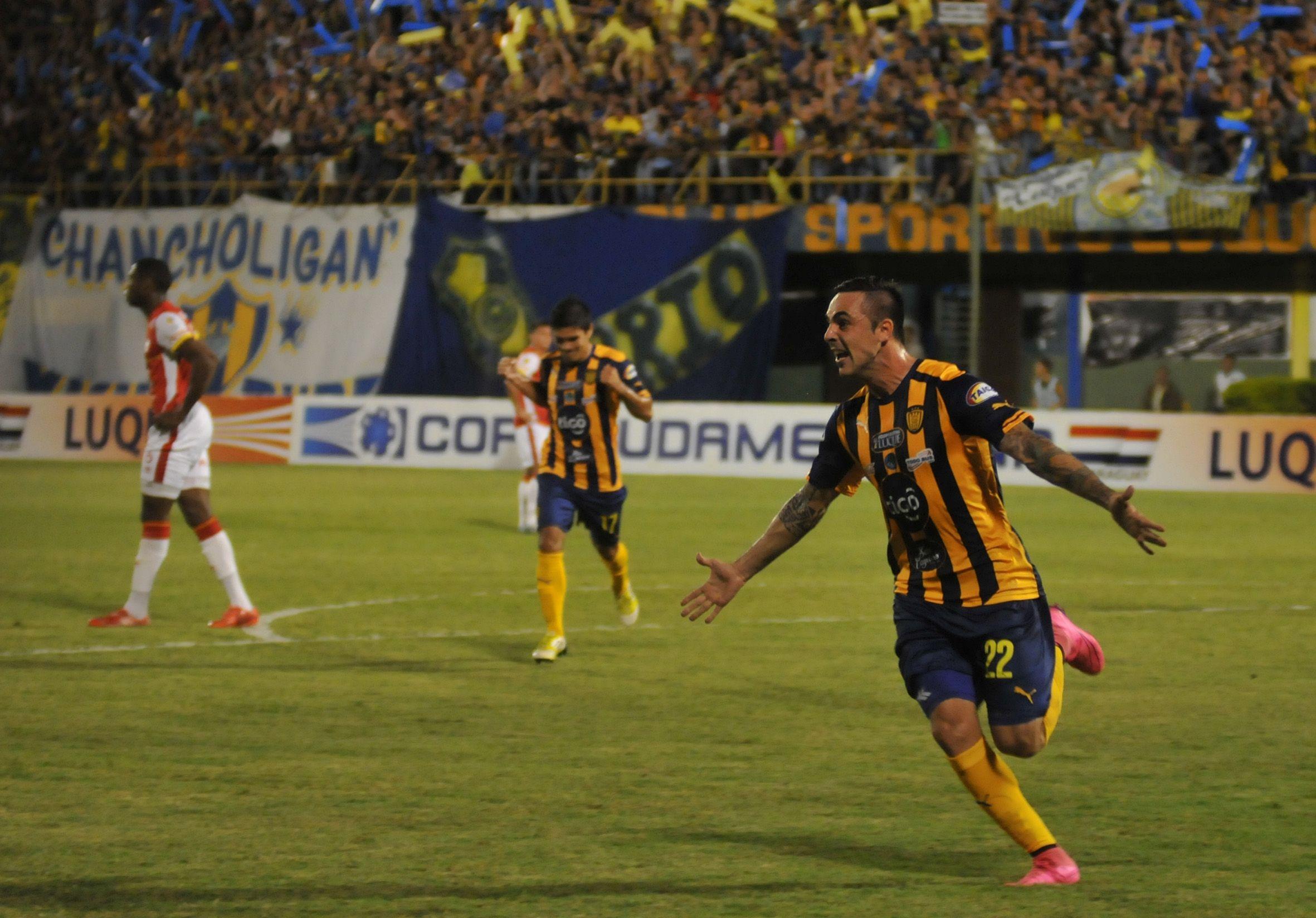 Di Vanni marcó el gol auriazul. Foto: Rubén Alfonso - Última Hora.