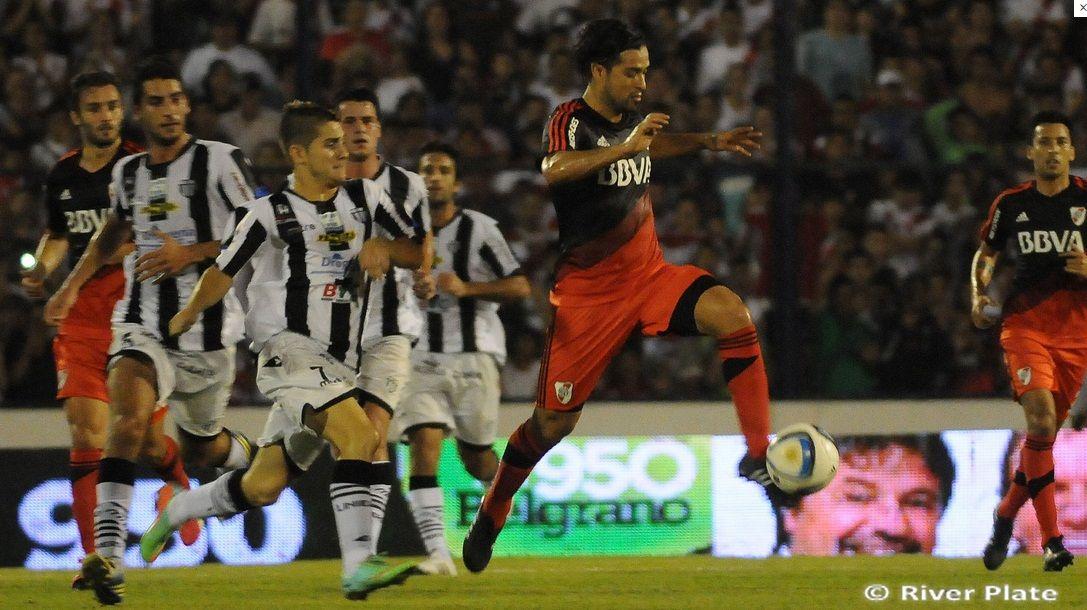 Lo echaron del trabajo por ir a jugar ante River Plate ...