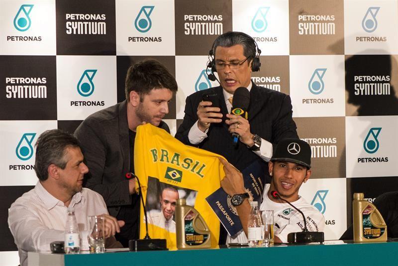 Hamilton recordó que cuando era niño se inspiró en el brasileño para comenzar en el mundo del automovilismo. Foto: EFE.