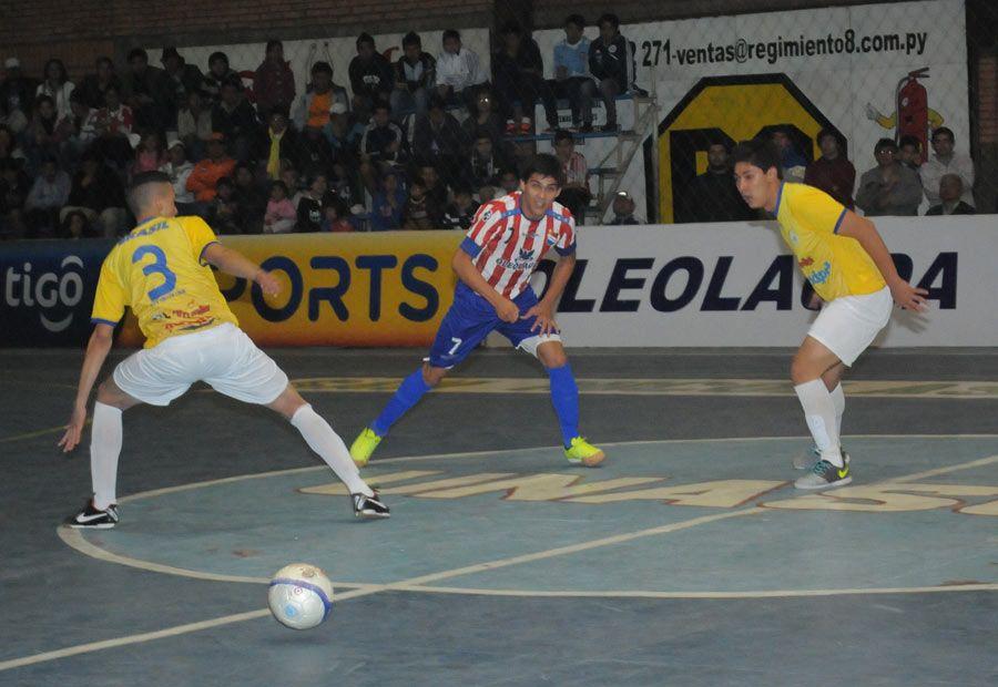Paraguay arrancó con el pie derecho ante el siempre poderoso Brasil. Foto: Última Hora.
