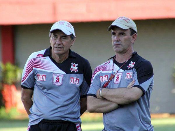Paulín aseguró que no asumiría el cargo de entrenador de Primera División por ética profesional. Foto: Última Hora.