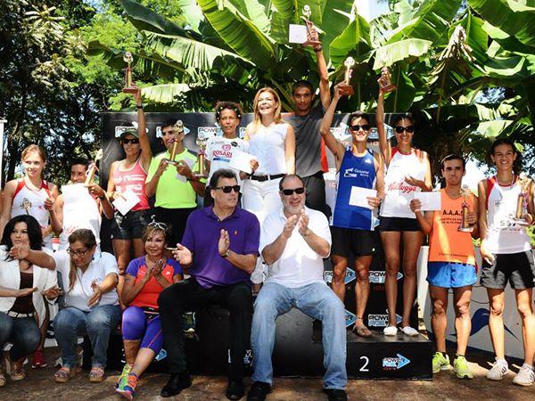 Todos los ganadores subieron al podio para ser reconocidos por su gran esfuerzo. (Foto: Prensa SND)