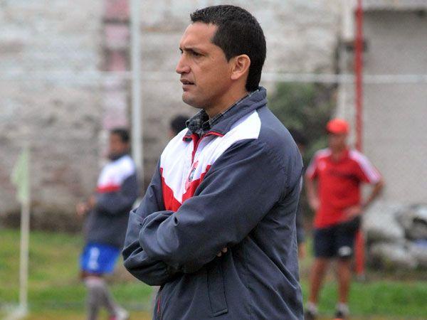 """Aldo Bobadilla arrancó su carrera de directo técnico en el """"Rayadito"""" de San Lorenzo. Foto: Andrés Catalán/Última Hora."""