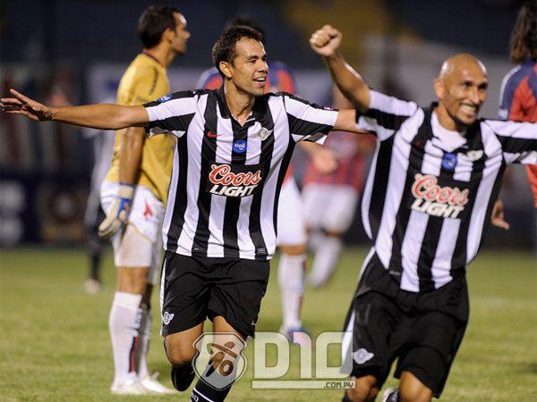 El equipo gumarelo venció al Ciclón y se quedó con la Copa Bicentenario. Foto: José Bogado - Última Hora.