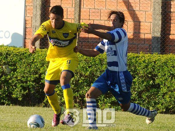a5bd033762a8a El Sportivo 2 de Mayo superó por la mínima diferencia de 1-0 al Sportivo  Trinidense y sumó sus primeros tres puntos en el torneo de la Intermedia.