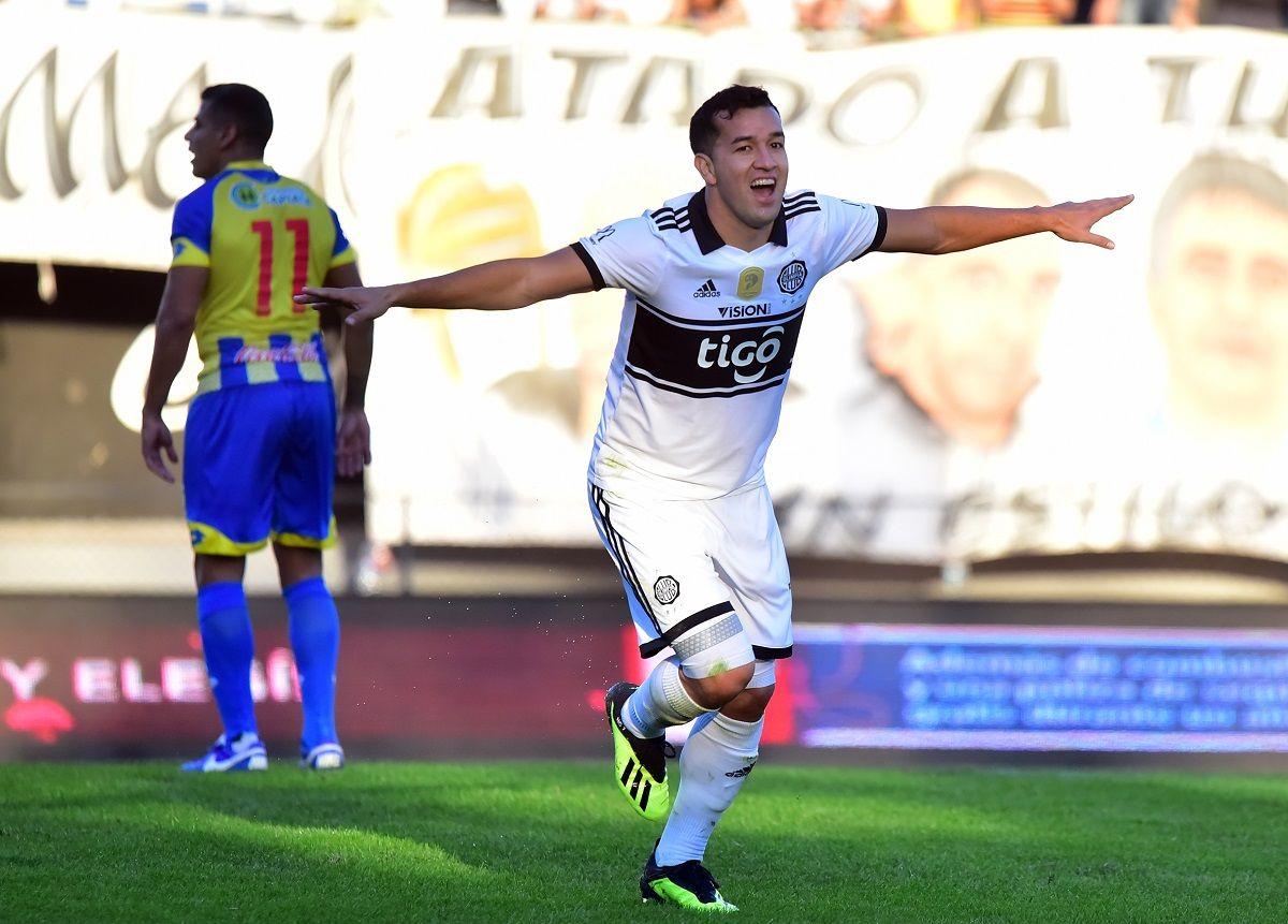 Néstor Camacho marcó dos goles para Olimpia. Foto: Fernando Calistro/Última Hora