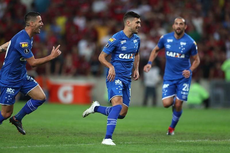 Cruzeiro celebró con goles de De Arrascaeta y Neves. Foto: EFE