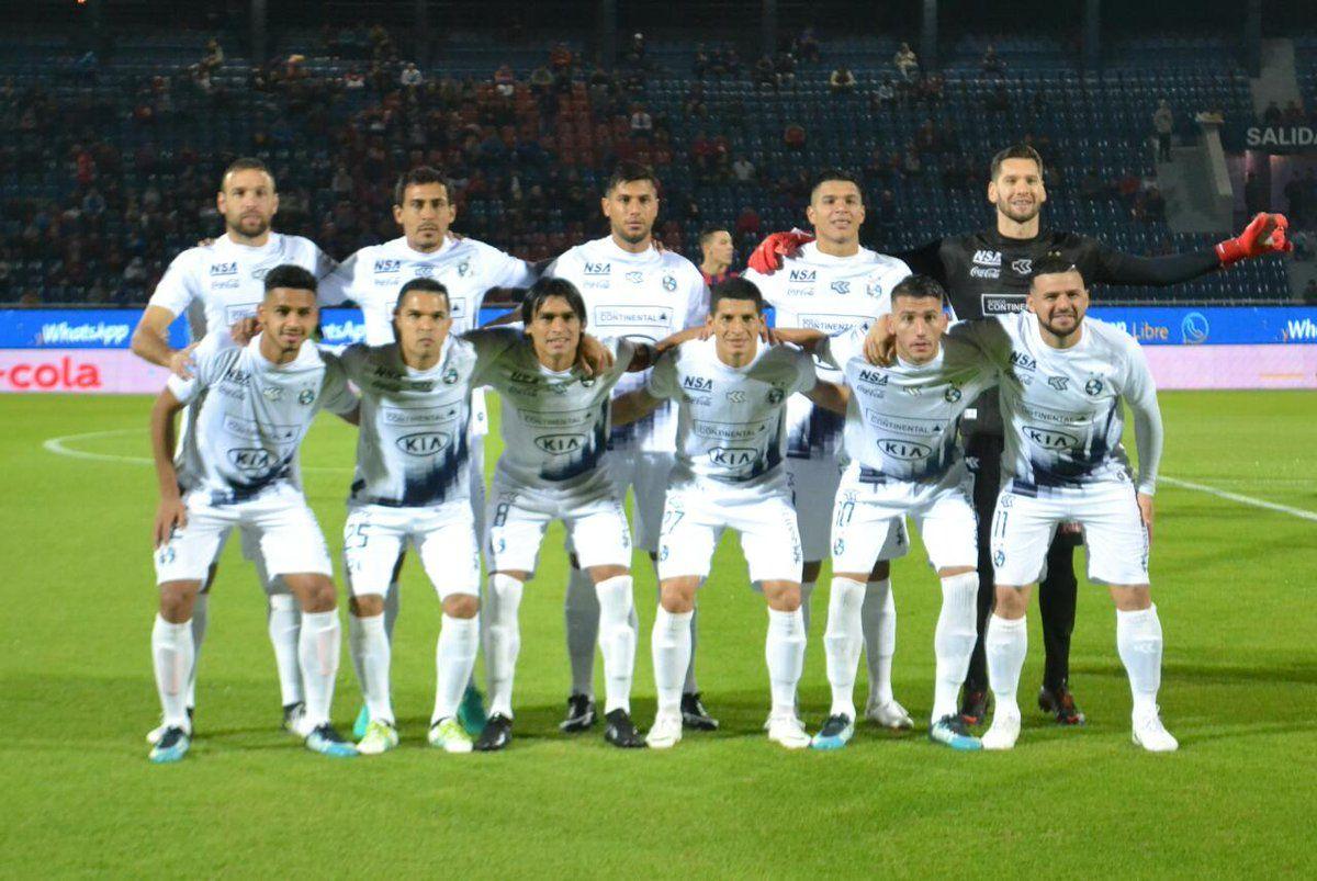 Equipo de Sol que inició el partido contra Cerro. Foto: Gentileza