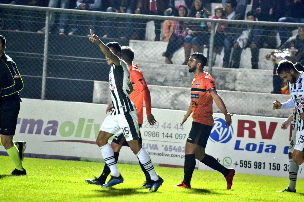 Santaní celebró otra victoria en el J. J. Vázquez. Foto: @ClubSantaní - Twitter