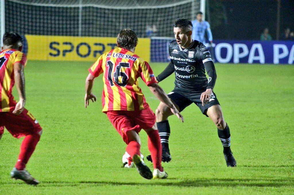 Parejo duelo de Copa entre Santaní y Martín Ledesma. Foto: @ClubSantani-Prensa