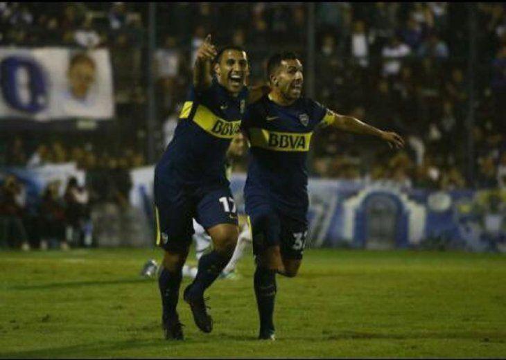 Ramón Ávila (izq) jugador de Boca Juniors.