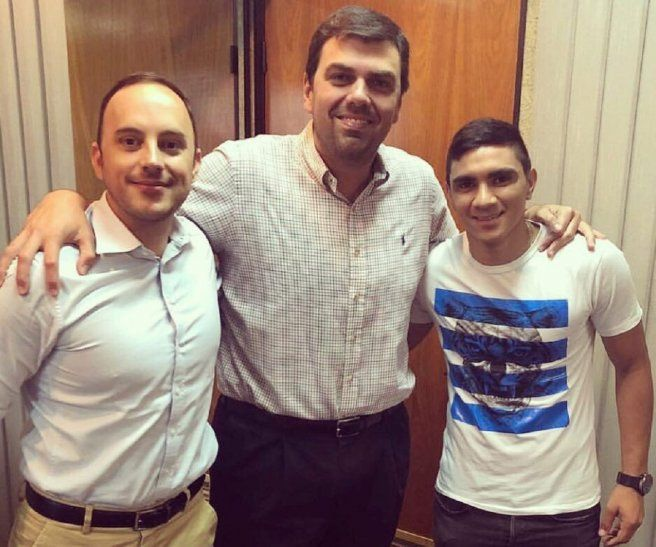Hugo Fernández (d) junto a su representante Diego Serrati (i) y Marco Trovato.